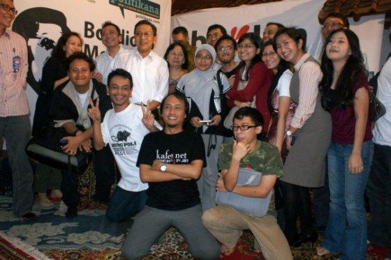 Tidak lupa berfoto dengan pak Boediono